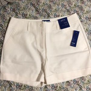 NWT Apt 9 Torie Fit mid rise shorts size 8